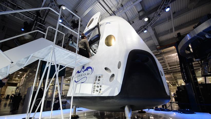 SpaceX: Eine Puppe darf für SpaceX die neue Raumkapsel testen