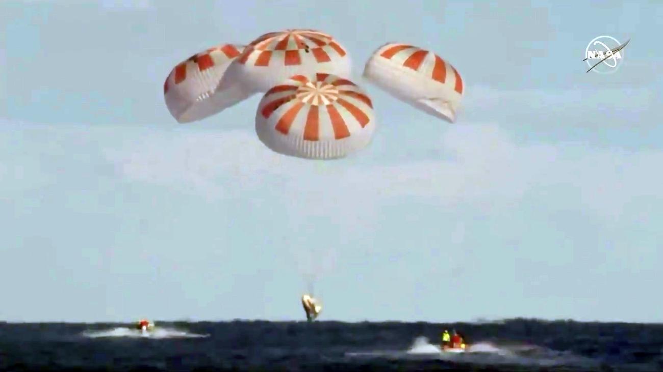 """SpaceX: Raumkapsel """"Crew Dragon"""" ist zurück auf der Erde"""