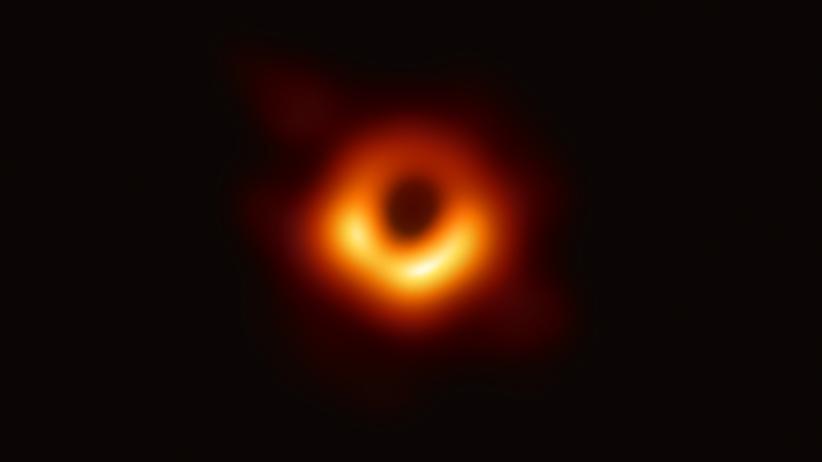 Schwarzes Loch: Da ist es! Der erste direkte visuelle Nachweis für ein supermassereiches schwarzes Loch stammt aus dem Zentrum der gewaltigen Galaxie Messier 87.