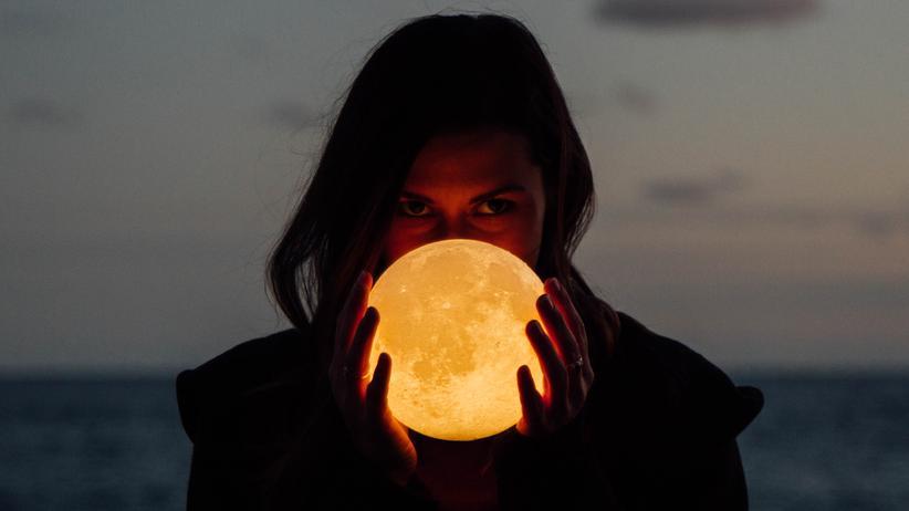 """Mond: """"Herrscher der Nacht"""""""
