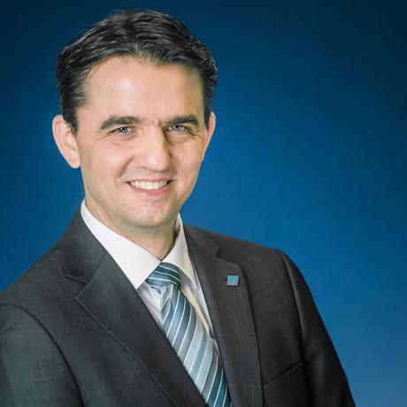 Deutschlandtakt: Christian Liebchen ist Professor für Verkehrsbetriebsführung an der Technischen Hochschule Wildau. Er hat in mathematischer Optimierung über Taktfahrpläne promoviert und hat 2005 den Berliner U-Bahn-Plan mit optimiert. Zudem war er für DB Schenker Rail Deutschland AG und die S-Bahn Berlin GmbH tätig.
