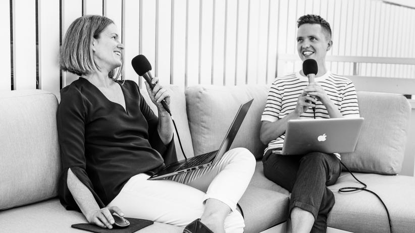 Sexting: Sprechen dieses Mal auch über Auberginen und Pfirsiche: Die Sexualtherapeutin und Ärztin Melanie Büttner und Sven Stockrahm, stellvertretender Leiter des ZEIT-ONLINE-Ressorts Wissen und Digital.