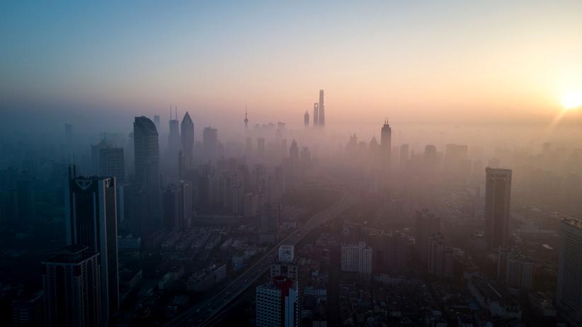 Klimawandel: Smog über der Innenstadt von Shanghai. China hat zugesagt, seine Treibhausgasemissionen langsamer wachsen zu lassen als seine Wirtschaft.