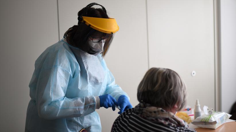 Corona-Auffrischungsimpfung: Stiko empfiehlt Auffrischungsimpfung für über 70-Jährige