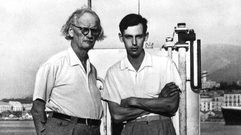 """Auguste Piccard und sein Sohn Jacques Piccard an Deck der Tiefseetauchkapsel """"Trieste"""""""