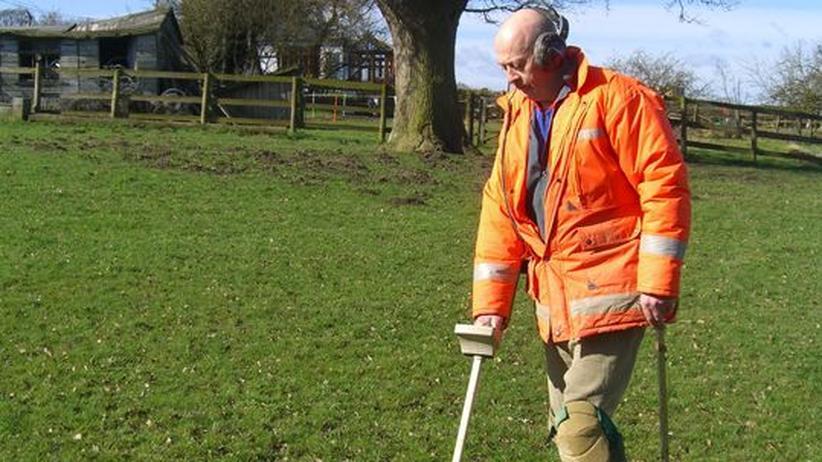 Archäologie: Roger Mintey fahndet nach Münzen. Fast 10.000 Hobbyarchäologen in Großbritannien gehen auf Schatzsuche
