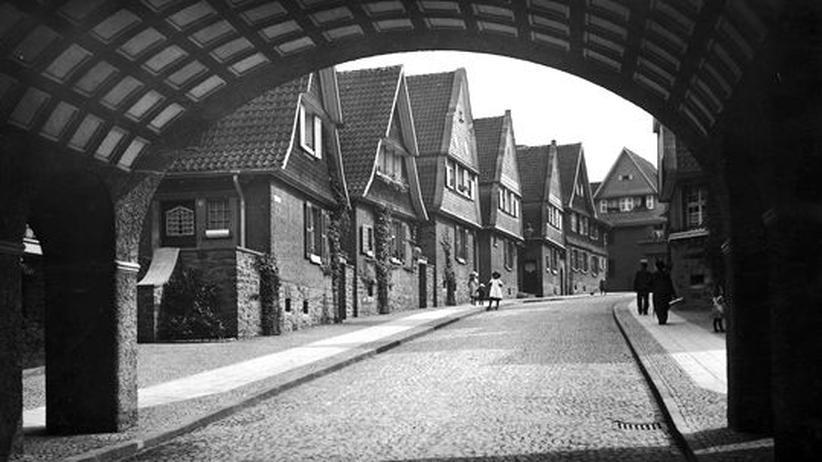 Wohngeschichte im Ruhrgebiet: Typische Gartenstadt in Essen um 1920, die der Stahlkonzern Krupp errichtete: Die Magarethenhöhe
