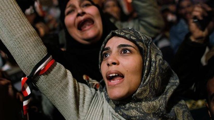 Gefühl von Freiheit: Eine Ägypterin schreit ihre Freude über den gestürzten Präsidenten Mubarak heraus