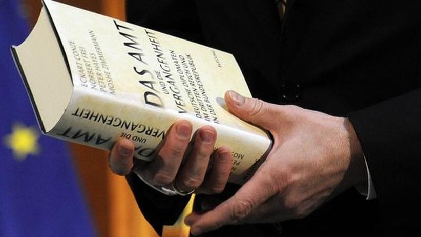 """Das Buch """"Das Amt"""" arbeitet die Geschichte des Auswärtigen Amts auf"""