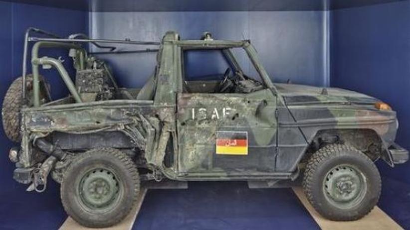 """Militärgeschichte: Ein in Afghanistan angesprengter """"WOLF"""" (Mercedes G-Klasse) im Militärhistorischen Museum der Bundeswehr"""