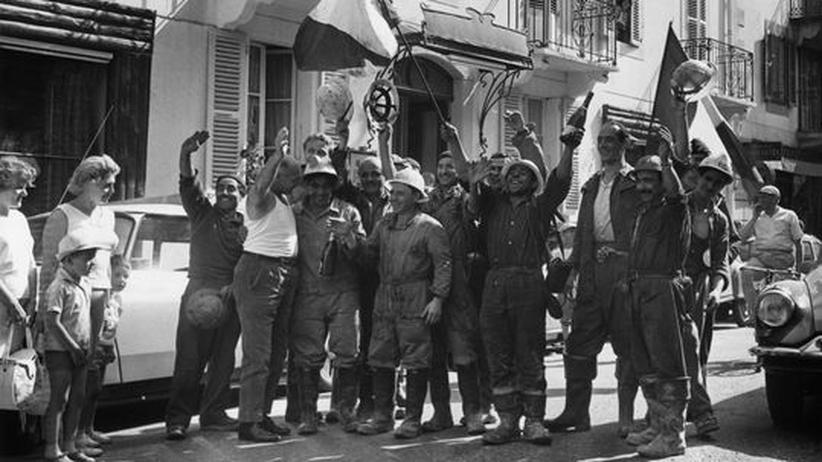 Architektur: Arbeiter feiern den Durchstich des Montblanc-Tunnels am 17. August 1962