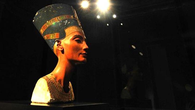 Die Büste der Nofretete, ausgestellt im Neuen Museum Berlin.