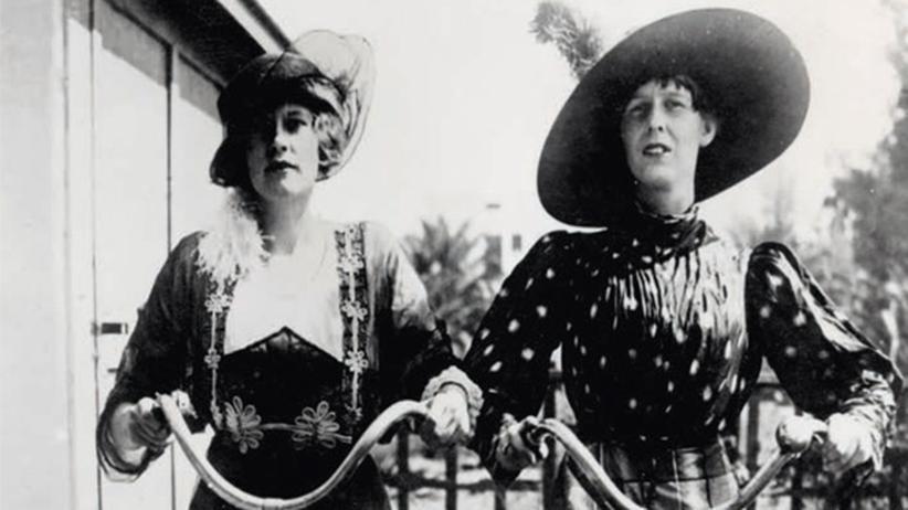 Frauen Fahrrad Jahrhundertwende