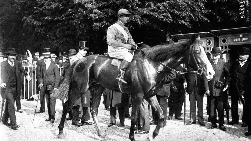 1914 Tag für Tag: Die Franzosen fiebern an den Pferderennbahnen mit