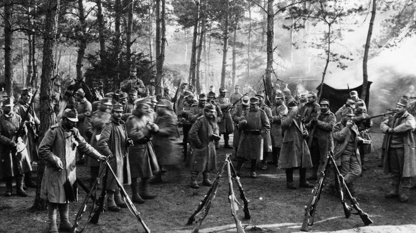 Österreichische Soldaten in einem Militärlager
