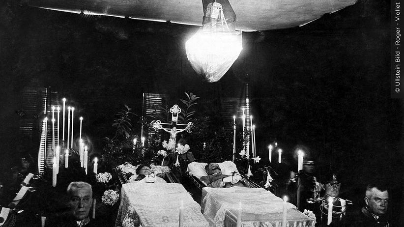 1914 Tag für Tag: Das ermordete Thronfolger-Paar, aufgebahrt in Wien