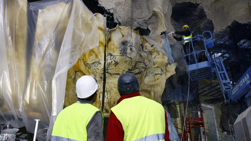 Grotte Chauvet: Steinzeitkunst, kopiert mit Draht und Kunstharz