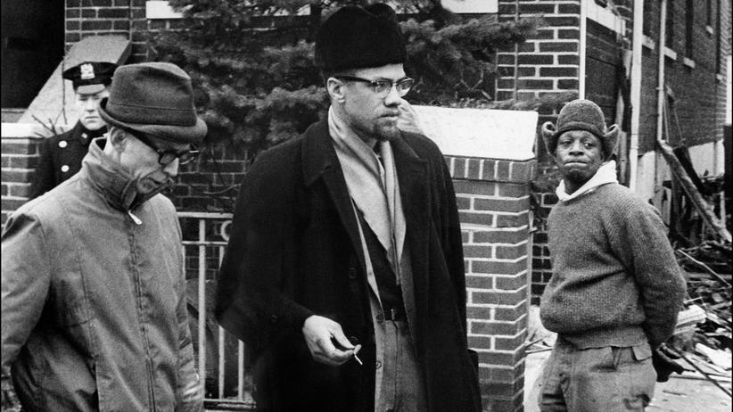 Malcolm X: Ein undatiertes Bild von Malcom X (Mitte)