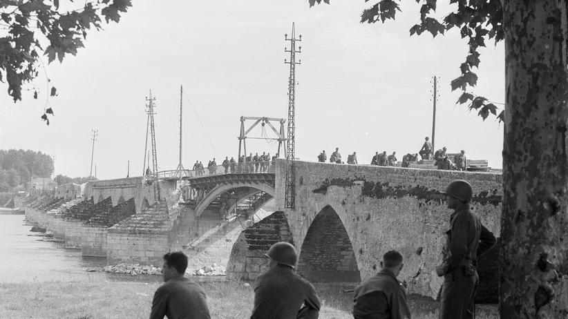 """Vergewaltigung im Zweiten Weltkrieg: """"Ich fiel und sie zerrten mich in den Chausseegraben"""""""