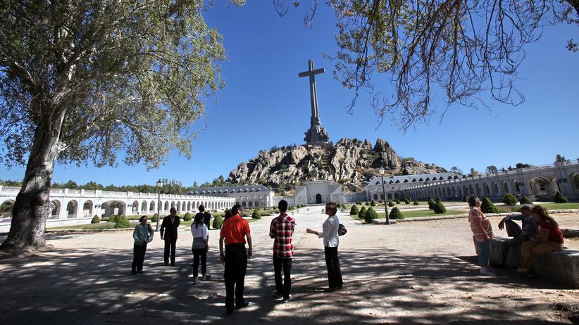 Francisco Franco: Dem Massenmörder huldigen