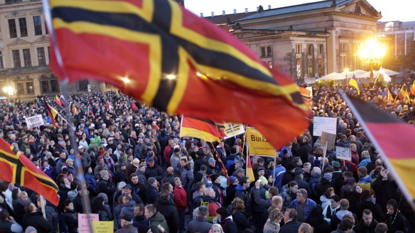 Eine Pegida Demonstration in Dresden am 12. Oktober 2015.
