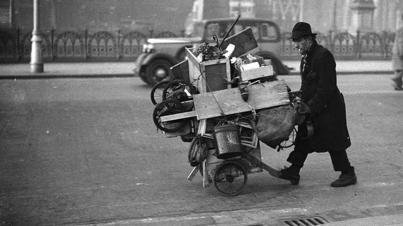 Migration: Landstreicher wie dieser Mann, der 1936 in England aufgenommen wurde, waren im 19. Jahrhundert in den Staaten des Deutschen Bundes unerwünscht.