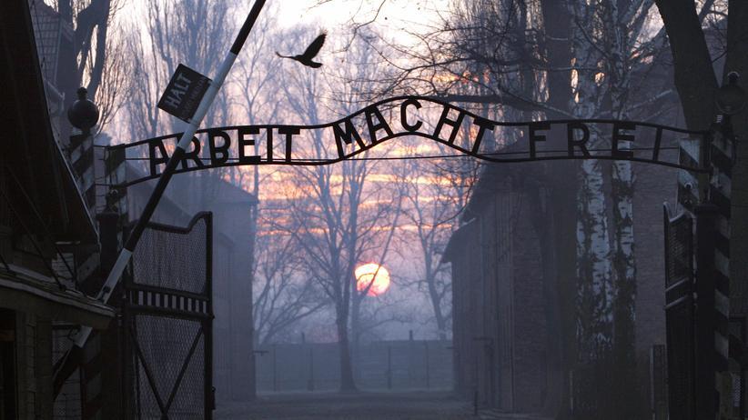 Nationalsozialismus: Das Eingangstor des Konzentrationslagers Auschwitz