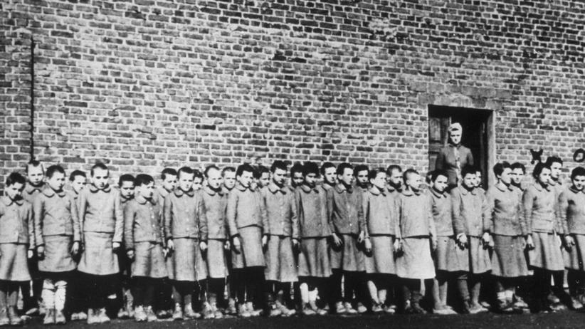 Ghetto Lodz: 1945: Kinder in einem Arbeitslager nahe Lodz, Polen