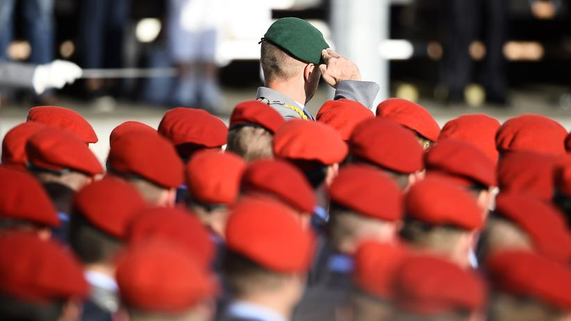 Bundeswehr: Soldaten der Bundeswehr beim Ablegen des Gelöbnisses in Berlin