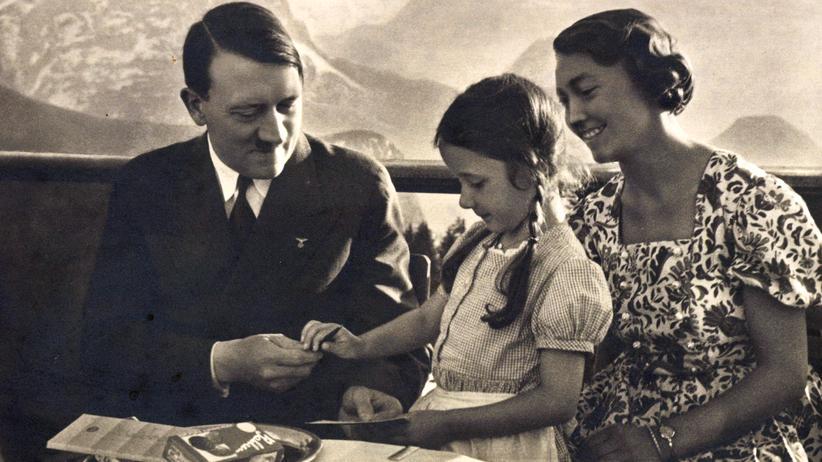 NS-Geschichte: Adolf Hitler auf dem Predigtstuhl, Bad Reichenhall, Mutter mit Tochter