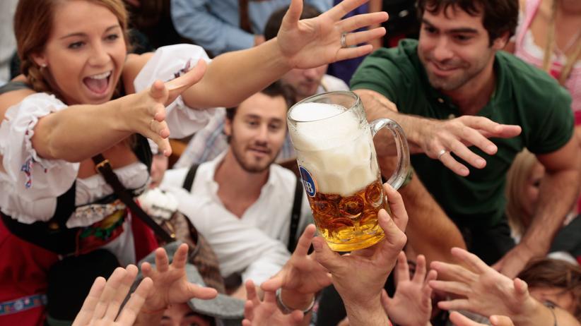Reinheitsgebot: Lange Tradition und natürlich die strikte Einhaltung des Reinheitsgebots seien typisch für Münchener Bier, sagen die Hersteller.