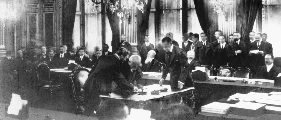 Versailler Vertrag: Hitler übergeben, geheim gehalten und spurlos verschwunden