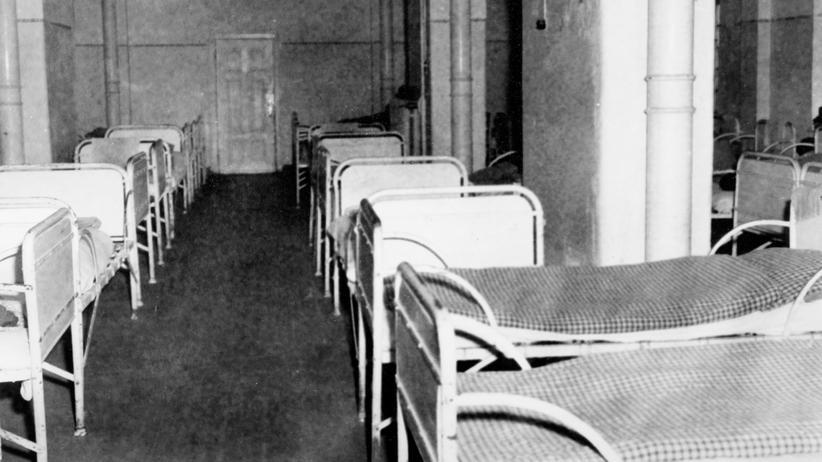 Euthanasie im Dritten Reich: Dieses undatierte Bild entstand in der psychiatrischen Anstalt Hadamar. In diesen Raum wurden zur Nazizeit Menschen gebracht, denen später eine tödliche Injektion gegeben wurde. Aktion T4 hieß das Programm: dahinter verbirgt sich die Ermordung von etwa 14.500 seelisch kranken oder behinderten Menschen.