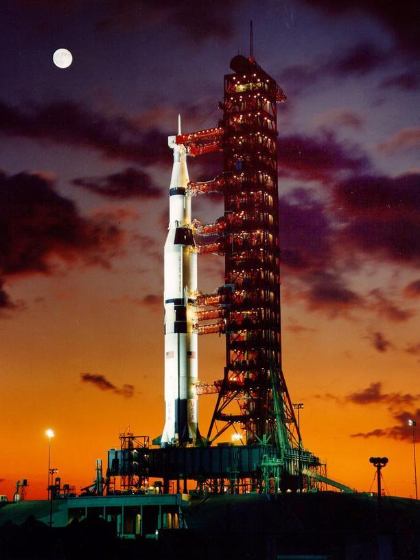 Saturn V: Kurz vor dem Start im Juli 1969: die Saturn-V-Rakete auf dem Launchpad 39A in Cape Canaveral im US-Bundesstaat Florida