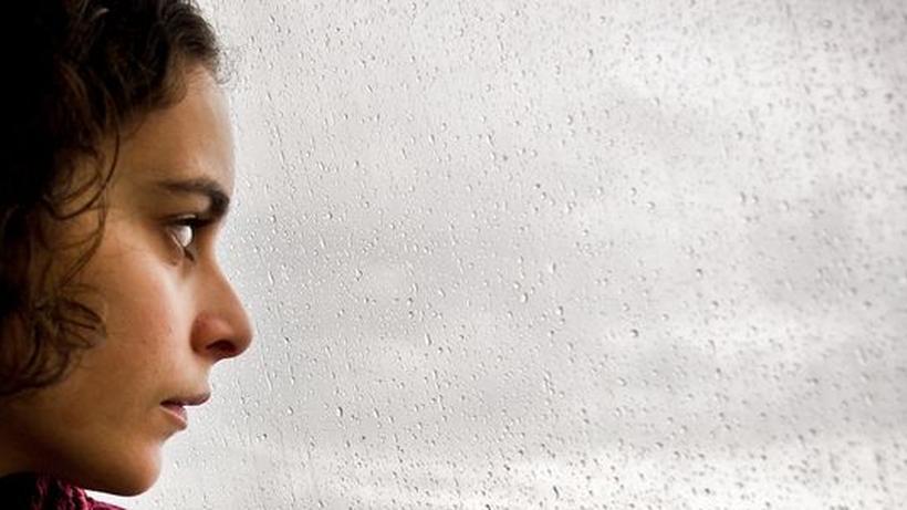 Ein Mann, der an Depressionen leidet