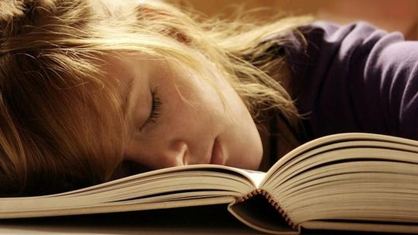 Gedächtnistraining im Schlaf: Tiefschlaf macht klug: Um komplexe Inhalte zu verarbeiten, müssen alle äußeren Reize ausgeschaltet sein