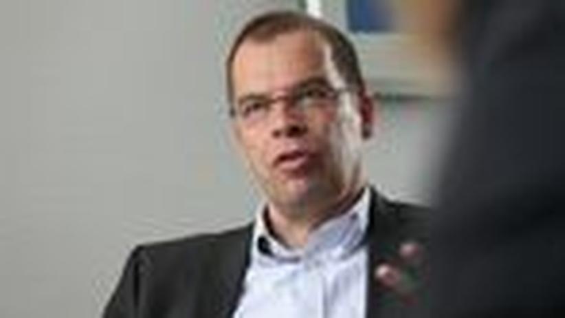 Arzeneimittelaufseher Windeler: Prüfen zwischen Pharmalobby und Politik