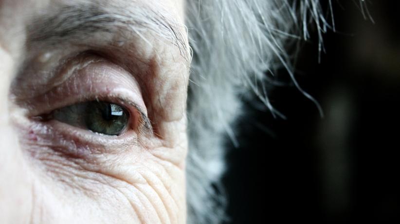 Mittel gegen Altersblindheit: Pharmakonzerne behindern Zulassung von günstigerem Medikament