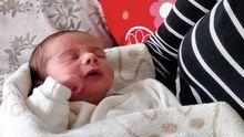 Alexander Geseke*, eine Woche nach seiner Geburt