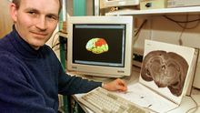 Andreas Kreiter an seinem Arbeitsplatz an der Universität Bremen