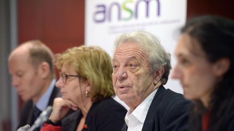 Dominique Maraninchi (zweiter von rechts), Chef der französischen Arzneimittelaufsicht ANSM