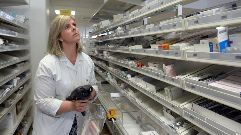 Mangel in Fülle: Obwohl tausende Medikamente auf dem deutschen Markt zu haben sind, macht es Apotheker zunehmend Mühe, die richtige Arznei für ihre Patienten zu bekommen.