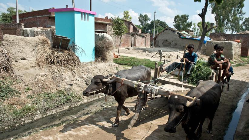 Toilette im indischen Dorf Katra Sahadatgunj