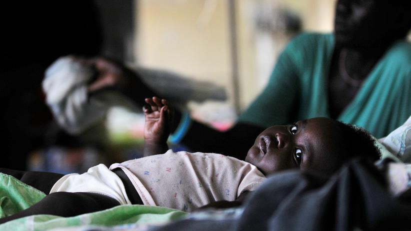 Impfstoff: Vor allem in afrikanischen Ländern ist Malaria eine weitverbreitete Krankheit. Um sich vor einer Infektion zu schützen, reicht ein Impfstoff allein nicht aus.