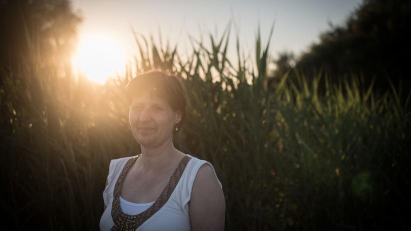 Elke Röhrmann, 52, ist an Retinitis pigmentosa erkrankt, wie drei Millionen Menschen weltweit. Erst schrumpfte ihr  Gesichtsfeld, dann erlosch ihre Sehkraft ganz.