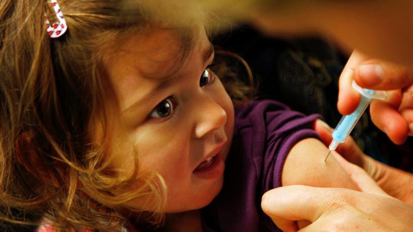 Impfung: Gesunde Kinder vor der Grippe zu schützen scheint sinnvoller zu sein, als generell älteren Menschen die Impfung zu empfehlen.