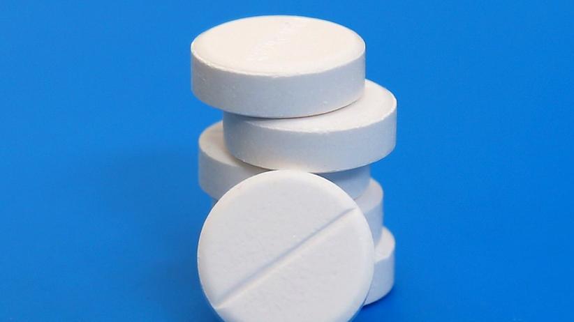 Schmerzen: Ein Stapel Paracetamol-Tabletten – gegen starke Arthroseschmerzen können sie fast nichts ausrichten.
