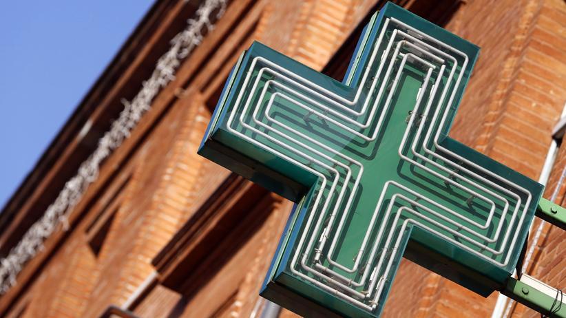 Medikamententest in Frankreich: Das Schild einer Apotheke in Frankreich