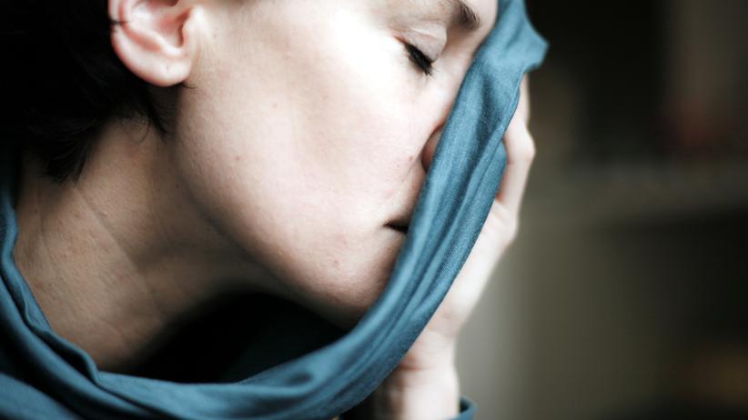 Depression: Depressive Episoden können Kinder von Betroffenen belasten.