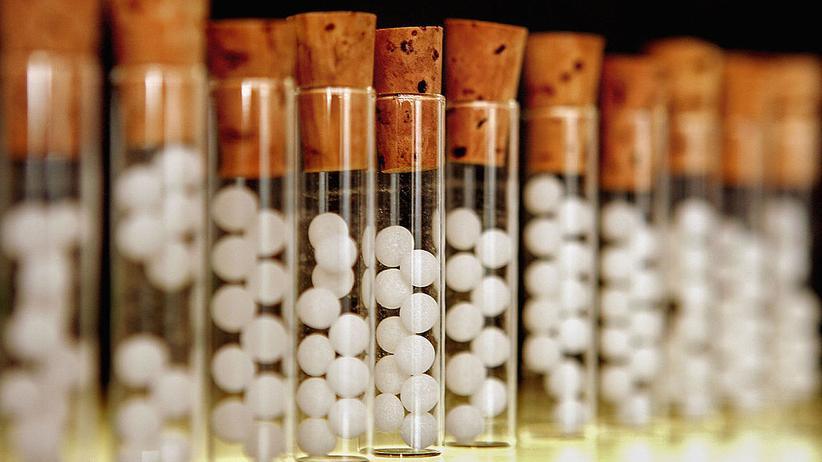 Homöopathie: Kügelchen als Allheilmittel? Homöopathische Mittel basieren auf extremer Verdünnung.